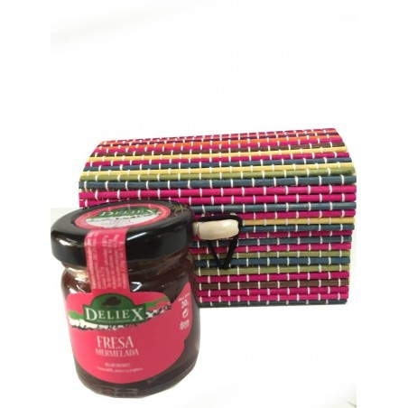 Trunk with miniature jam for details