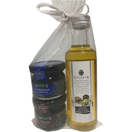 Combination of olive oil virgin extra and marmalade with blueberry and cherry