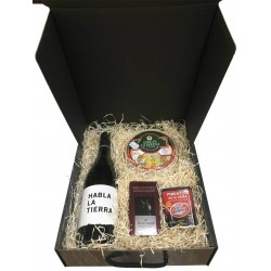 Medium case with wine, cheese of cake, chocolates and paprika for gift