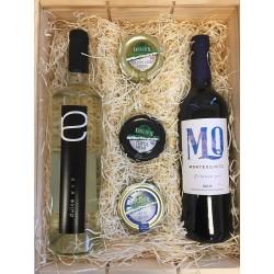Caja de madera con vinos y...