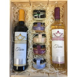 Company basket Detail with Tiara Wines and combination of Pates with Cheese Creams