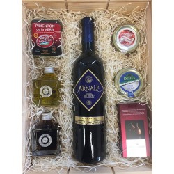 Gift basket for company with Arnaiz wine and gourmet products