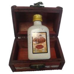 Baúl de mapas pequeño con crema  de orujo para invitados
