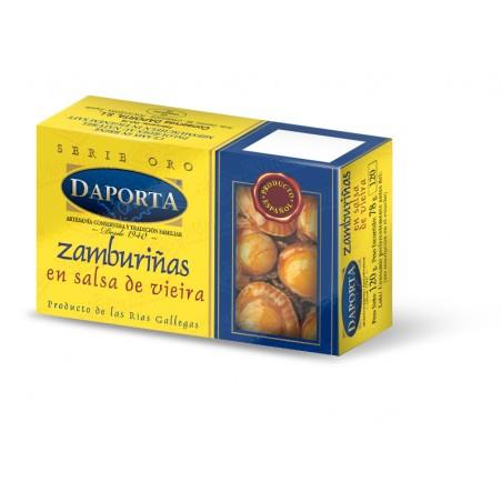 Petits pétoncles dans sauce avec l'huile d'olive