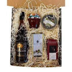 Caisse moyenne avec liqueur de gland, huile, confiture, chocolats et pâté cadeau