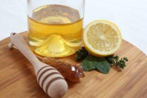 La jalea real puede tener un sabor algo amargo, algunos la mezclan con la miel para darle un toque dulce.