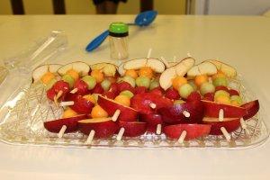Los arreglos frutales están muy de moda y son bastante creativos.