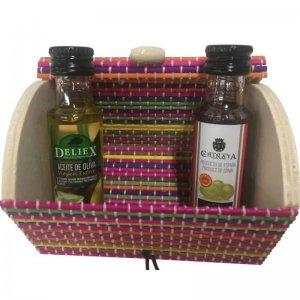 Aceite de oliva y vinagre miniatura con baúl.