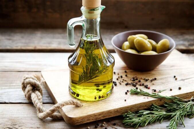 Regalar aceite de oliva, ideal para un detalle especial