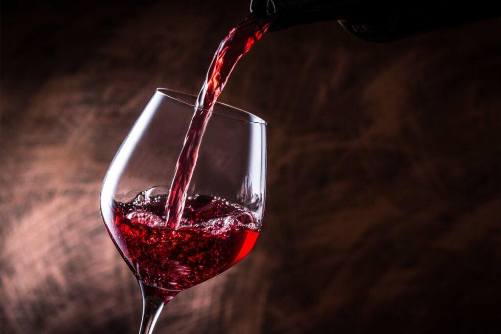 Copas de vino, razones por las que el vino se sirve en copa