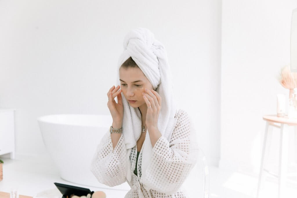 Cómo hacer tu rutina facial con cosmética natural