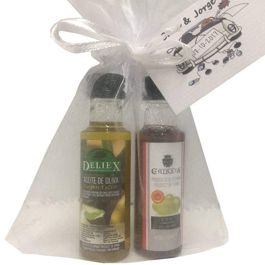 Pack for wedding detail with miniature of olive oil and vinegar