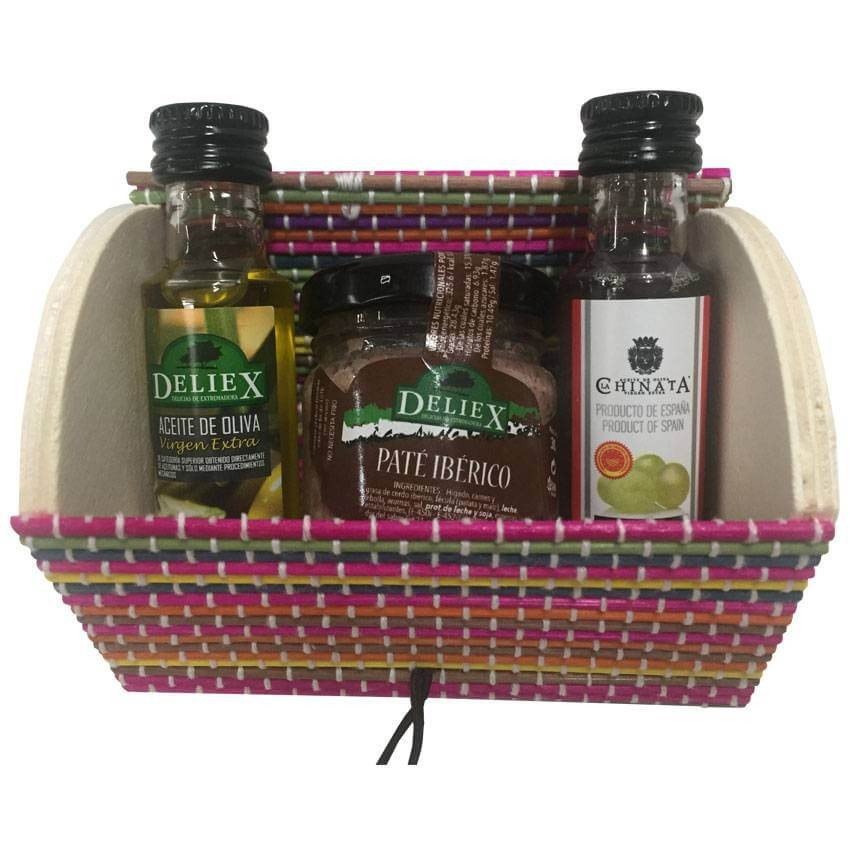 Pack miniature trunk with oil, vinegar and pâté