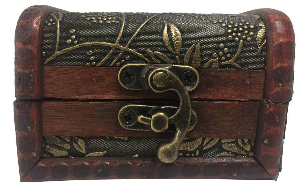 Trunk with relif flower of wood for gift