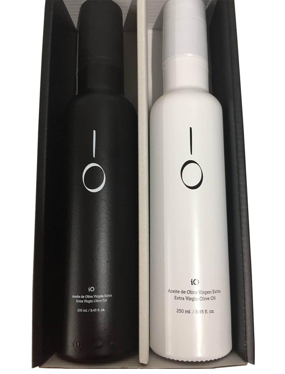 Elegant case with two olive iO White and iO Black