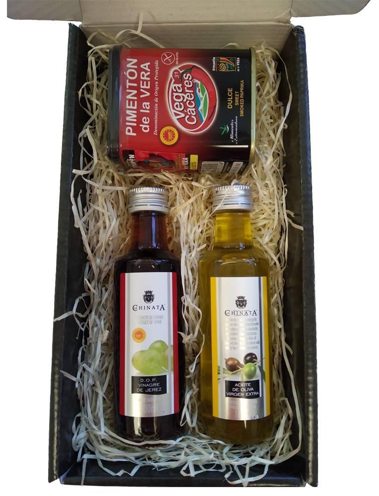 Gift case with paprika of la vera, oil and vinegar La Chinata