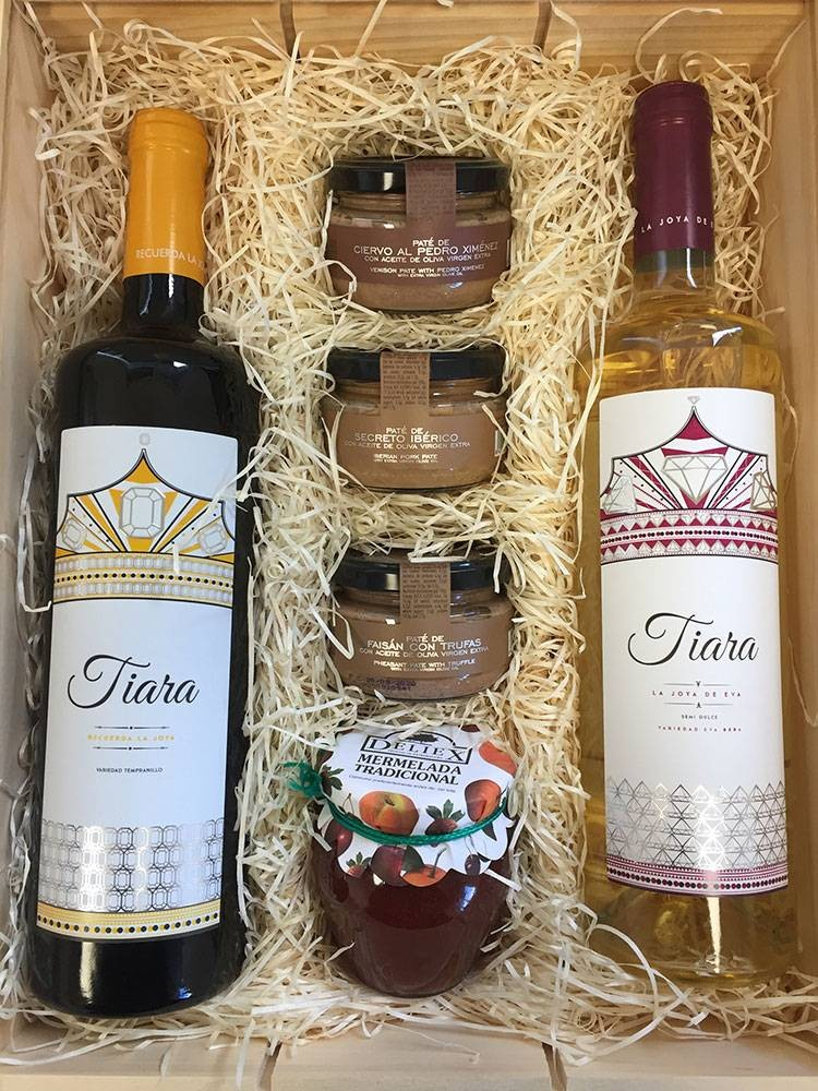 Lot of gastronomy with Tiara wines, selection of gourmet patés and jam for Christmas